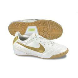 Nike fiú fehér futballcipő 38 /kamplvm20210629 Várható érkezés 08.10